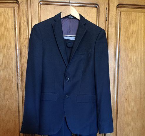 Школьная форма 44 р, пиджак, рубашки на мальчика 12 13 14 лет