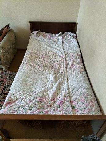 Продам кровать деревянную б/у