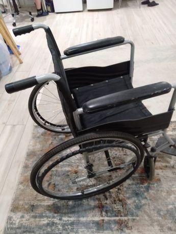Отдам инвалидную коляску