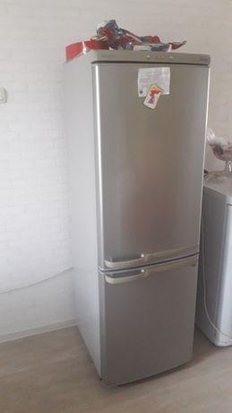 Продам холодильник  с морозильником Samsung