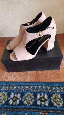 Продам женскую обувь натуралька замшвое шанель