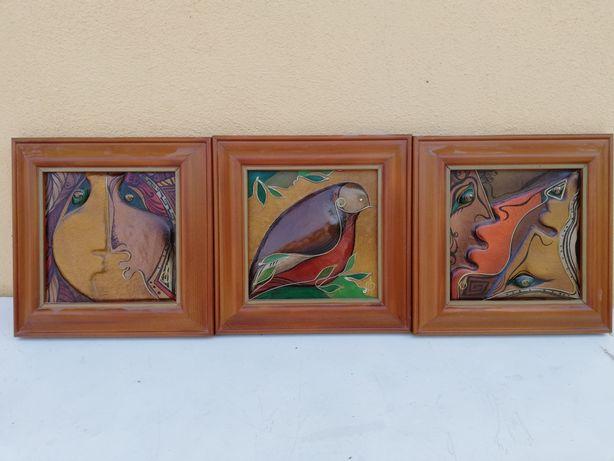 Trei tablouri abstracte realizate din piele, rame din lemn