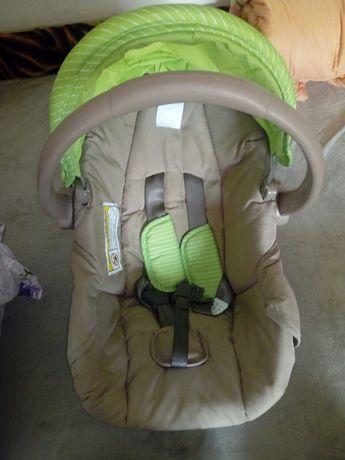 Scoică auto pentru bebeluși