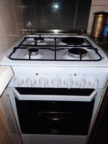 Газ плита Indesit с вытяжкой Elikor
