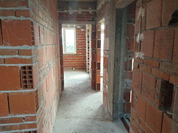 """Имоти""""Дарени""""5017- Двуетажна къща във в.з Куба 1"""