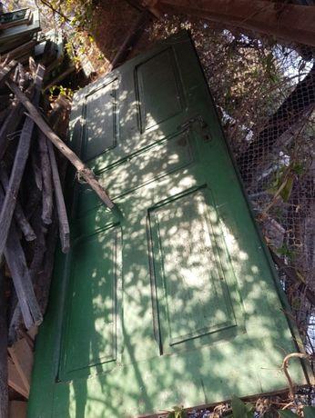 vand tocarie din lemn stejar(usi si ferestre cu geam )
