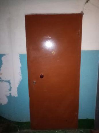 Продаётся дверь металлическая 180*85