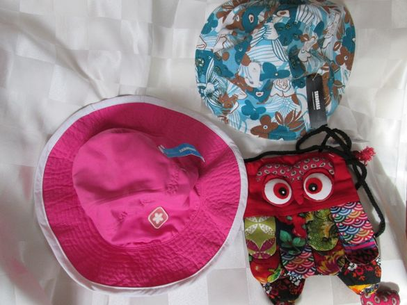 Лот нови -2 броя летни шапки SKONDRAS и чантичка,памук и лен, с етикет