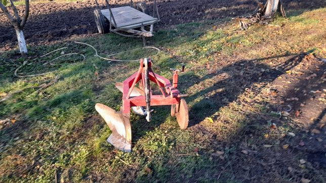 Plug dupa tractor mici