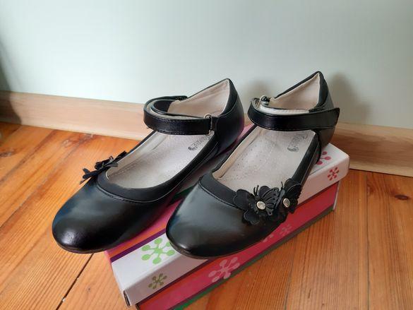 Момичешки сандали и обувки