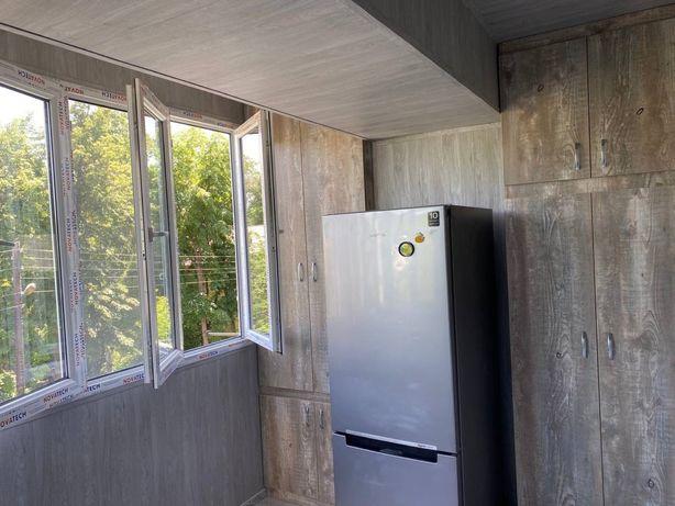 Шкаф на балкон, встроенные шкафы от пола до потолка