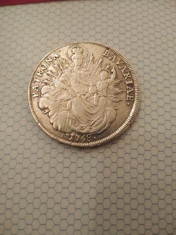 Сребарни монети и старинна гривна
