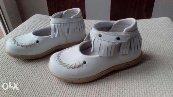 Продавам фирмени детски обувки от естествена кожа