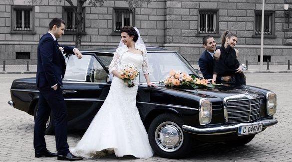 Ретро кола автомобил под наем за сватби