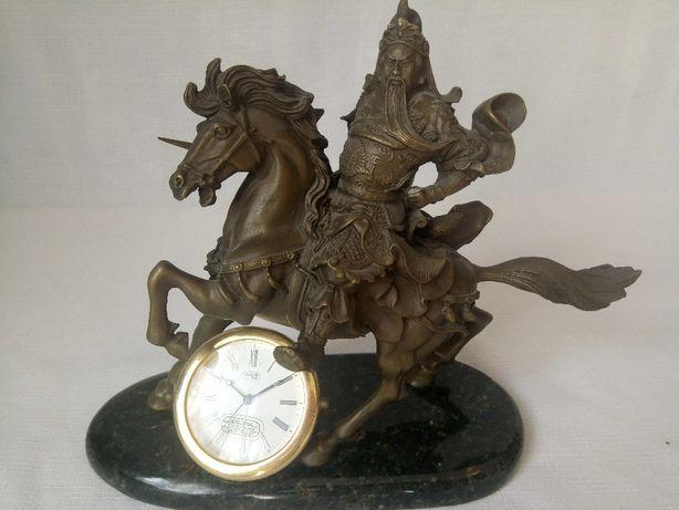 Статуэтка из бронзы всадник с часами