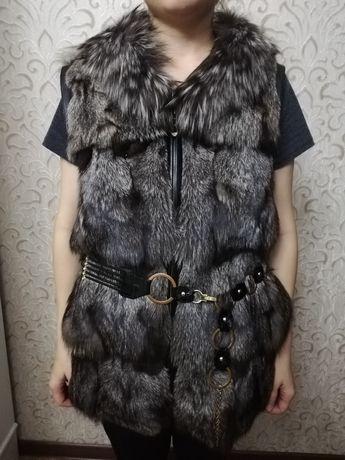 Продам женскую меховую жилетку из чернобурки в отличном состоянии