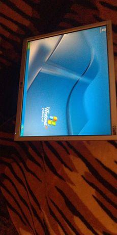 Desktop + monitor LG