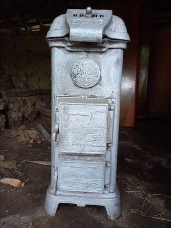 Антична печка на твърдо гориво