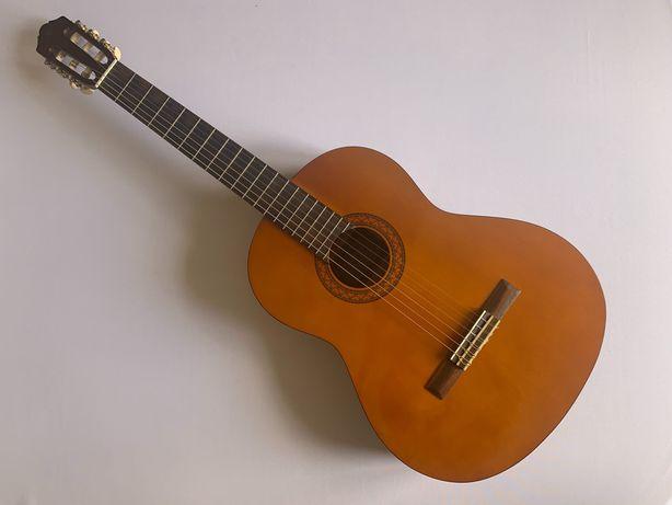 Акустикалқ  гитара сатылады