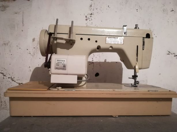 Masina de cusut Brother 674 model E pentru piese