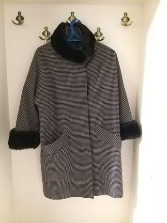 Продам женское пальто.