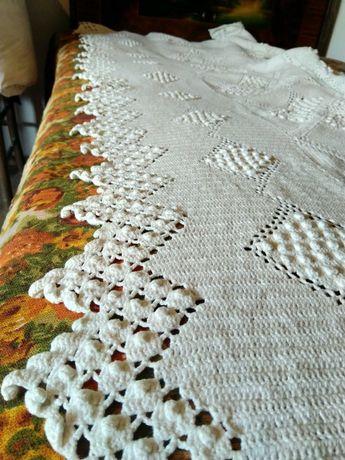 Кувертюра за легло плетена на една кука