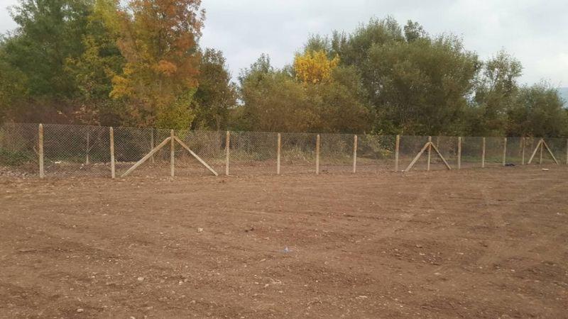 Изграждане на огради с циментови колове и оградна мрежа гр. Бургас - image 1