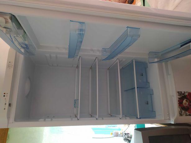 Продам двухкамерный холодильник в хорошем состоянии