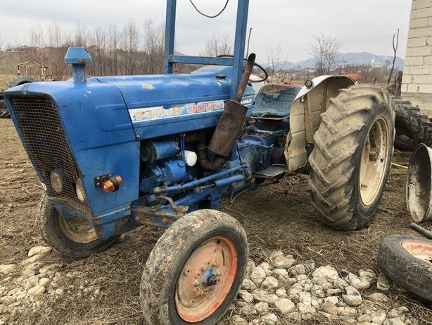Dezmembrez tractor Ford 3055