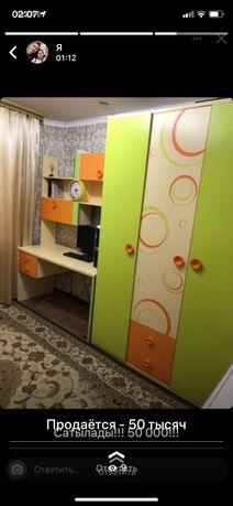 Детский гарнитур( шкафы+рабочий стол)