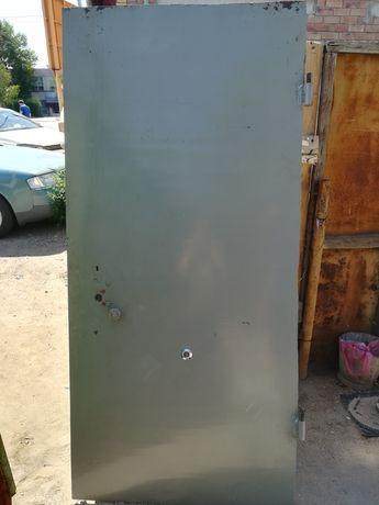 Железный дверь. .