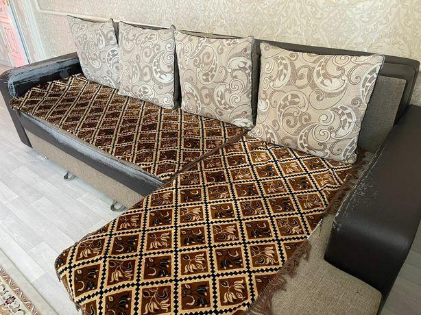 Угловой диван отличного качества для гостиной