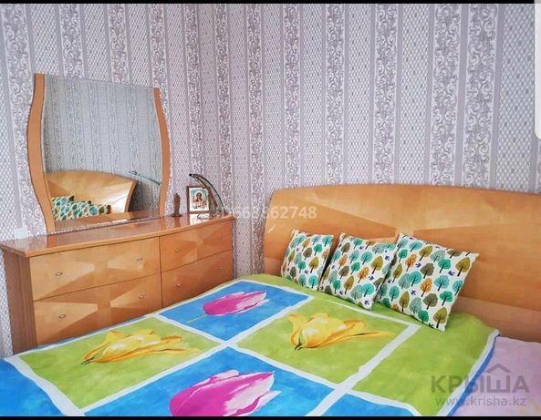 Спальный гарнитур. Состоит из кровати(без матраса), комода, 2 тумбочек