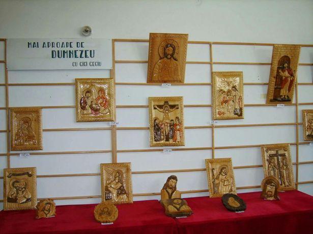 Icoane sculptate in lemn