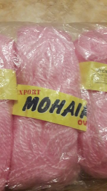 Fire de tricotat tip mohai culoarea roz ..Pret 8 lei /100 g.