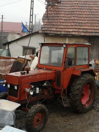 Tractor u650 + utilaje