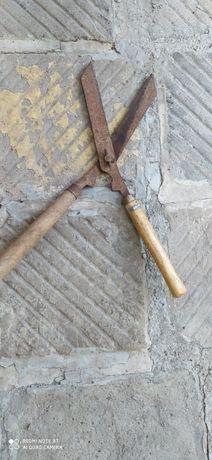 Стара ножица за храсти и трева