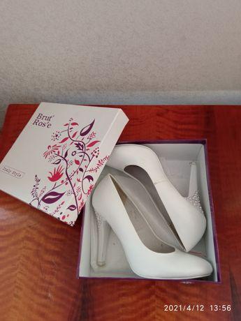 Женские, белые туфли