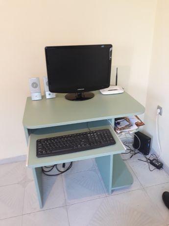 Продавам бюро
