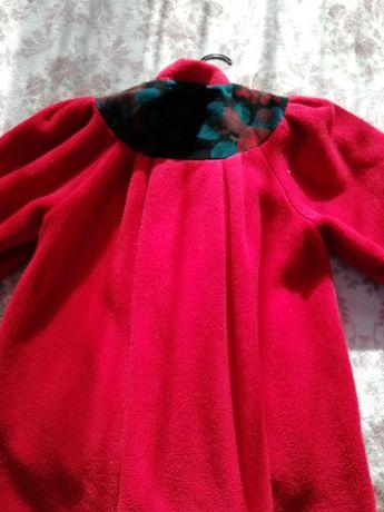 Червено палтенце