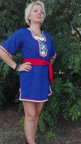 Фолклорна женска туника синя