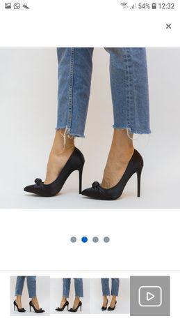 Vând pantofi negri