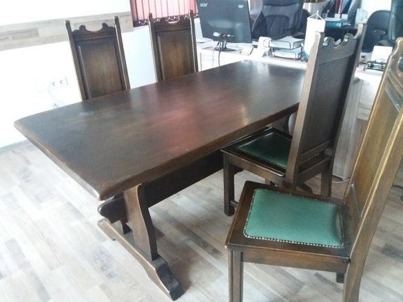 Масивна дървена маса с четири стола