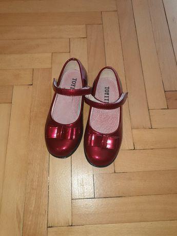 Лачени обувчици