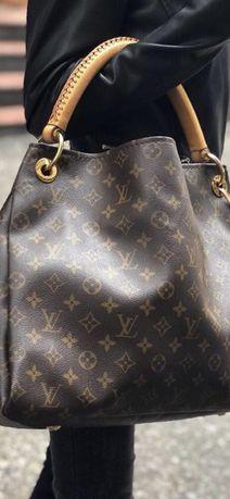 Louis Vuitton Arts.y Monogram