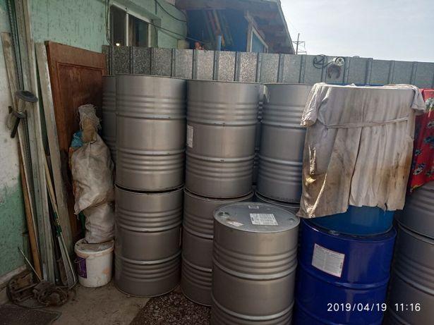 Продам металлические бочки 209 литров