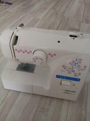 Машинка швейная продаю