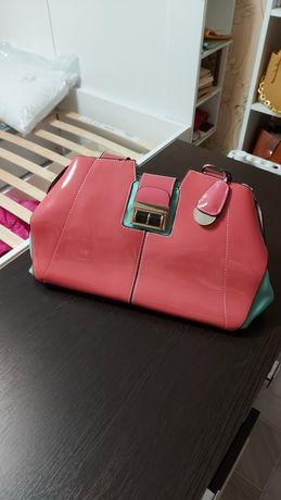 Продам   новую   стильную   лакированную    сумку