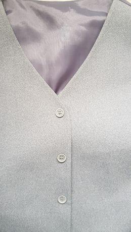 Vand costum de ginere:pantaloni, vesta si sacou. Stare foarte buna.