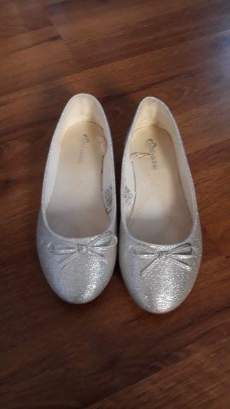 Сребърни обувки за момиче